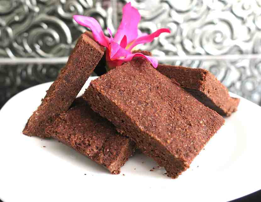 sugar free keto almond chocolate fudge (marion's scottish tablet)