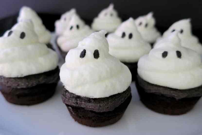 keto sugar free halloween ghost cupcakes