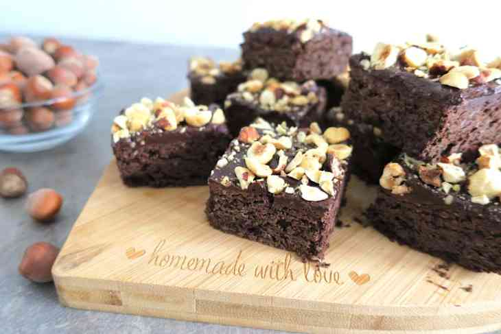 Keto Hemp Brownies with Nut.ella & Hazelnut Crumbs