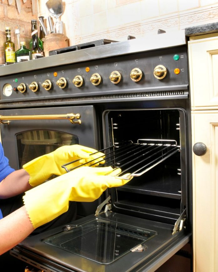 The Benefits of using a professional Oven cleaning company.