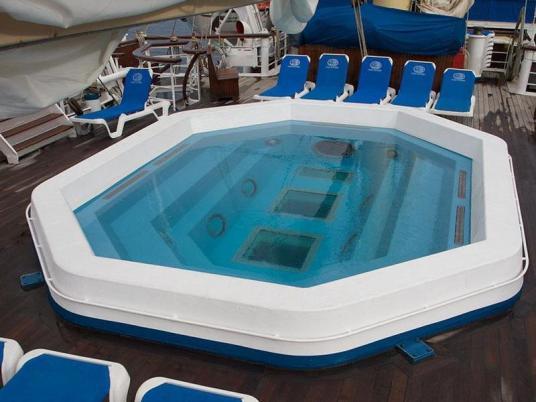 StarClippers-Starflyer-pool