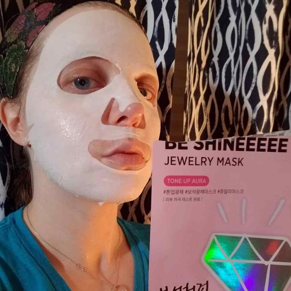 be shineeeee tone up mask selfie