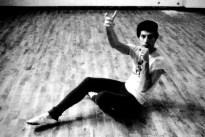 freddie-mercury-prepering-for-the-royal-ballet-in-19791