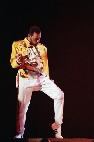 Freddie - 1989 The Miracle video (3)