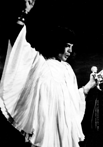 Freddie on stage in 1974