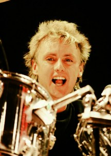 Roger Taylor live at the Nippon Budokan, Tokyo during the 'Works' tour in May 1985. Photo by Koh Hasebe