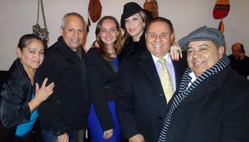 Desde la izquierda, Elide González, John Sepúlveda, Ana Paola Agudelo, los esposos Luz y Hugo Cartagena y Rafael Castelar.
