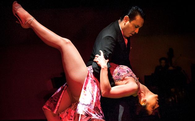 Carolina & Andres bailando tango.
