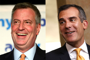 Los alcaldes Bill de Blasio de Nueva York y Eric Garcetti de Los Angeles.