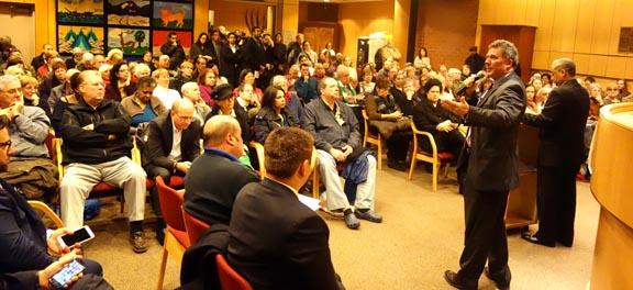 La reunión en el Centro Judío para hablar sobre el edificio Brason. Fotos Javier Castaño