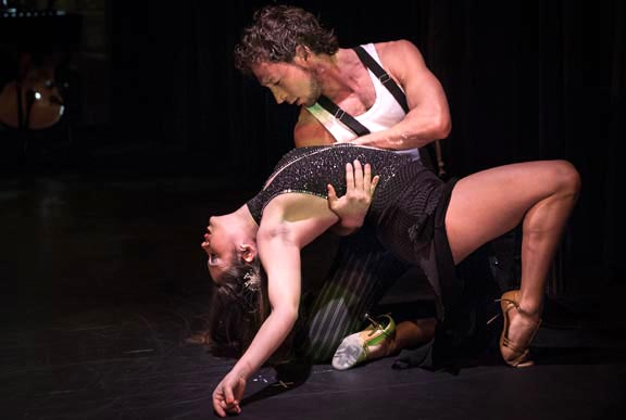 Bailarines Yaisuri & John. Fotos Michael Palma.