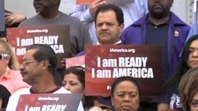 Inmigrantes latinos defendiendo la Orden Ejecutiva de inmigración del presidente Obama.