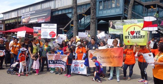 La demostración a favor de la Biblioteca de Corona terminó en Corona Plaza de la calle 103, en Queens. Fotos Javier Castaño