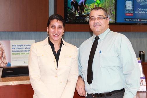 Ingrid Izaguirre y Roberto García del equipo de inscripción de CareConnect. Fotos cortesía