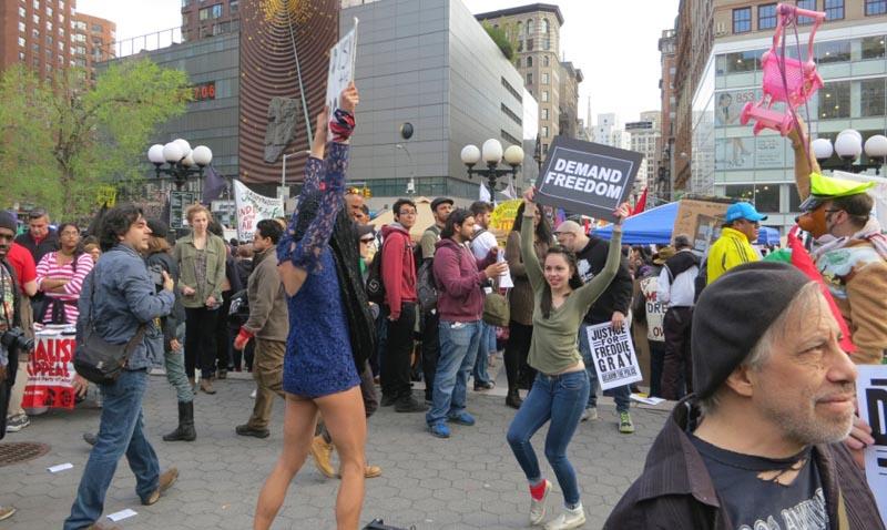 En Union Square la manifestación fue colorida y algo divertida el Día Internacional del Trabajo.