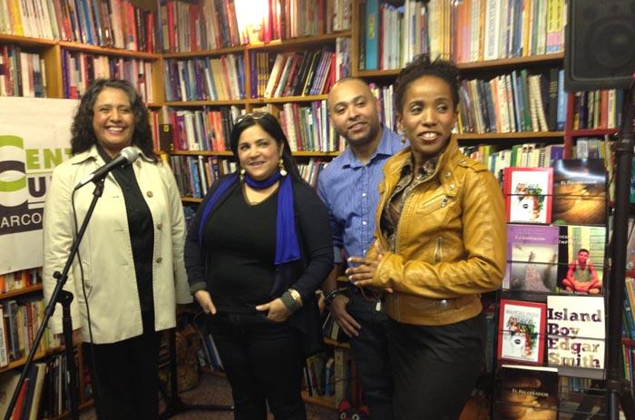 En la Librería Barco de Papel, desde la izquierda, Rina Soldevilla, Zoila Abreu Vargas,Edgar Smith y Ross Benjamin.