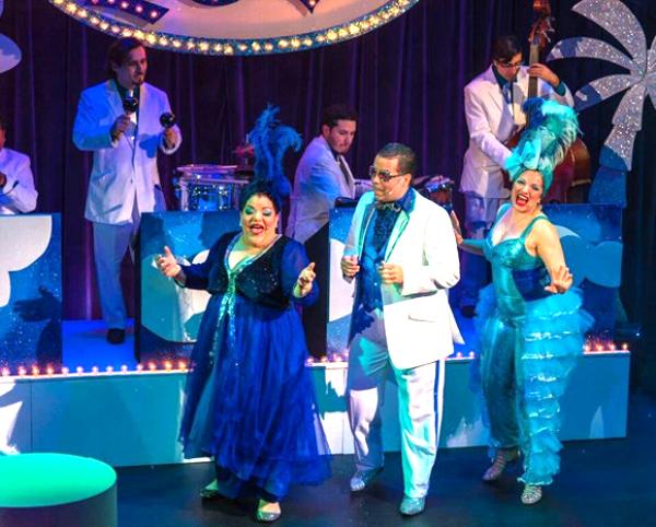 Escena de la obra La Gloria, un cabaret latino.