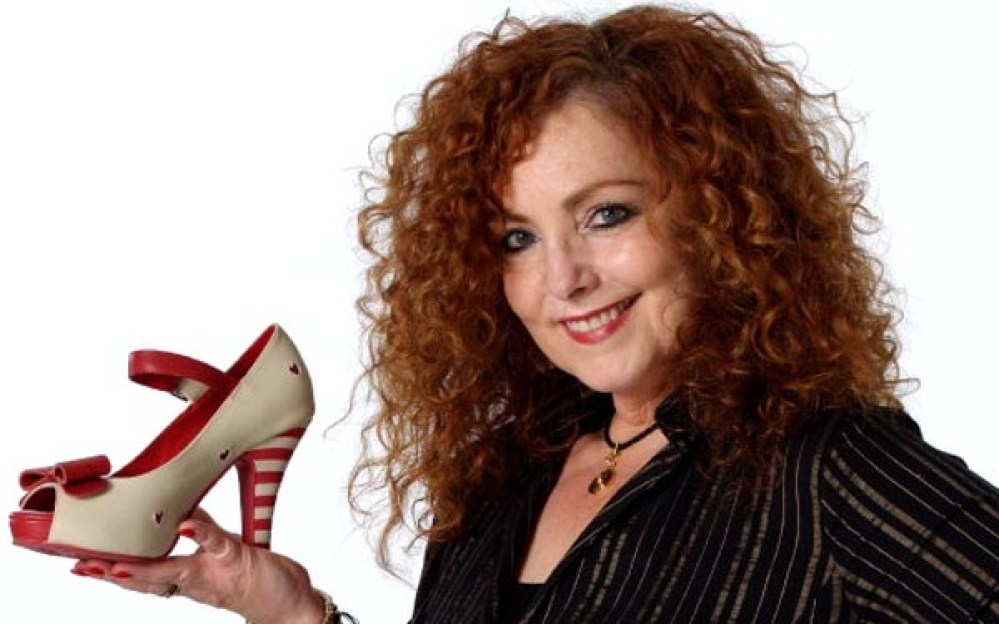 c76718cc Red Shoe Movement: Zapato en mano por el liderazgo femenino | Queens Latino