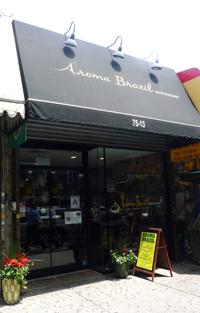 Entrada al restaurante Aroma Brazil de la Roosevelt y la calle 75 en Jackson Heights, Queens.