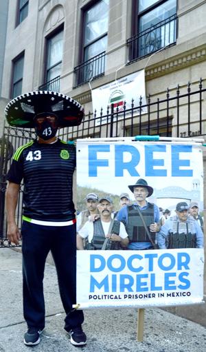 pidiendo la liberación del doctor