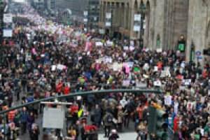 La multitud desplazándose por Manhattan. Foto Humberto Arellano