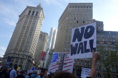 El rechaazo a la construcción del muro fue notorio.