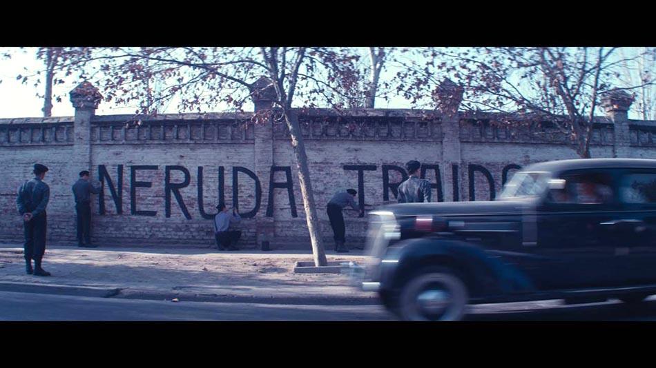 Neruda traidor, dice este mural en Santiago de Chile.