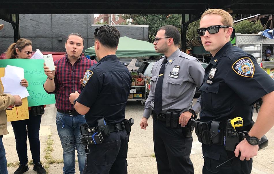 La policía de Nueva York fue necesaria para calmar los ánimos.