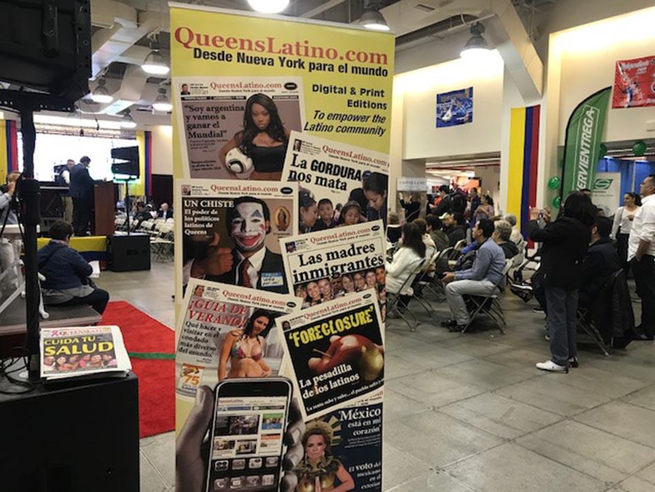La plataforma QueensLatino, con ediciones impresa y digital, estuvo en la feria distribuyendo periódicos.