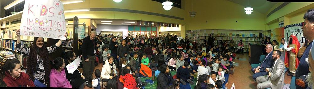 Decenas de familias latinas acudieron a la celebración del Día de los Tres Reyes Magos.