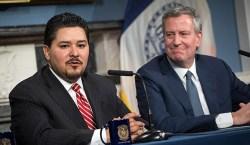 Richard Carranza y el alcalde Bill de Blasio. Foto NYC