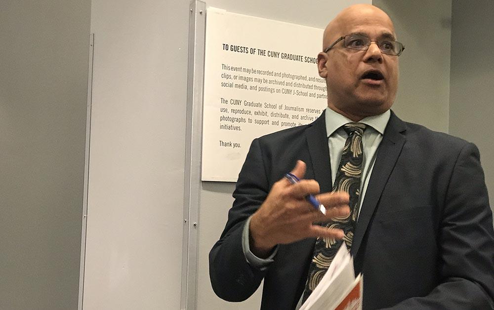 """Pete Lobo, encargado de los datos demográficos en el Departamento de Planeación de la ciudad de Nueva York: """"Una noche en marzo del 2020 salimos a contar a los desamparados que viven en la calle porque todos debemos ser contados en el Censo""""."""