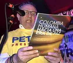 Ramiro Antonio Sandoval frente al micrófono: 'Petro es mi presidente'.
