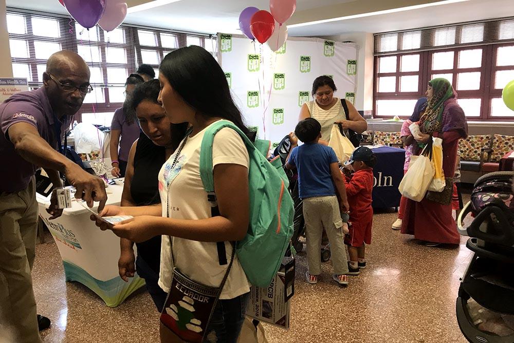 Este evento de MetroPlus Health Plan se enfoca en ofrecerle servicios a los jóvenes y sus familias.