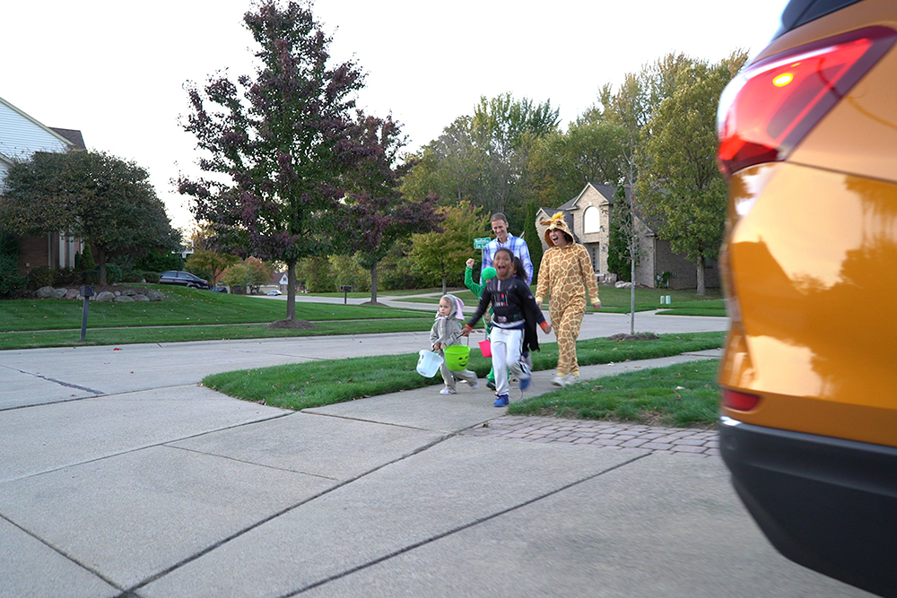 Maneje despacio y utilice la tecnología para evitar accidentes la noche de Halloween. Foto cortesía Chevrolet