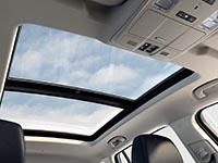 El Buick Envision es impresionante por dentro con su ventana en el techo.