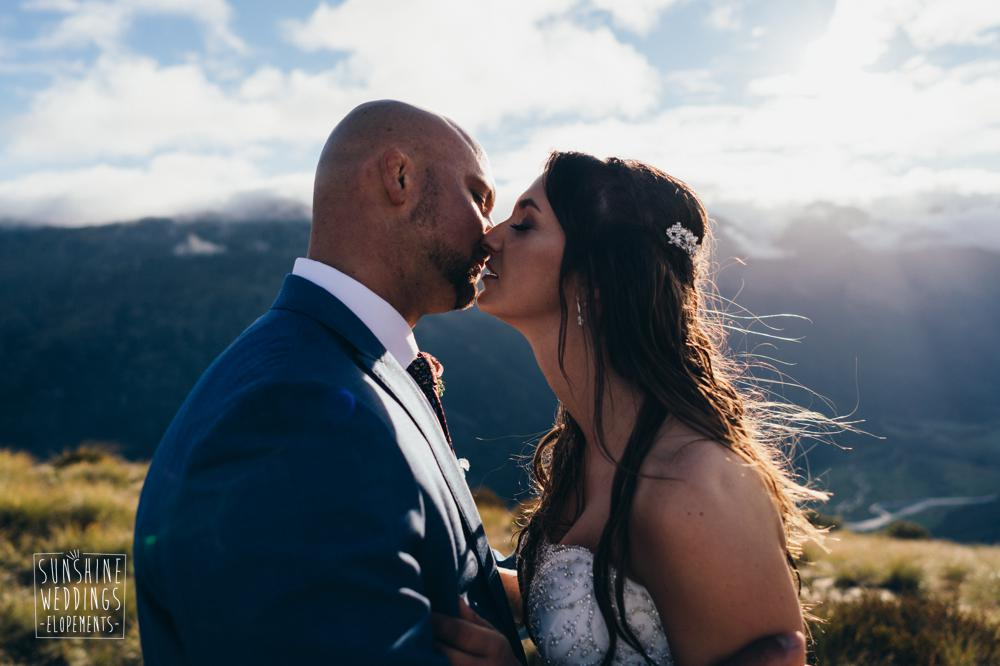 Mountain wedding near Queenstown in New Zealand. Wedding photogrpahy by Sunshine Weddings