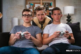 Gamer-Threesome-001