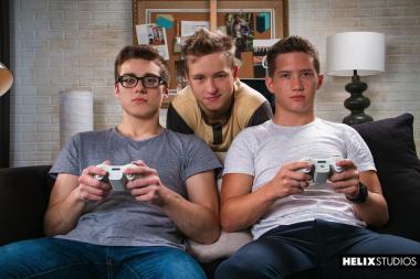 Gamer-Threesome-001