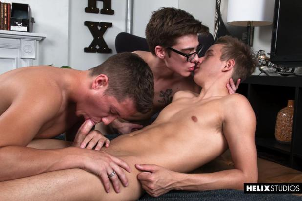Gamer-Threesome-017