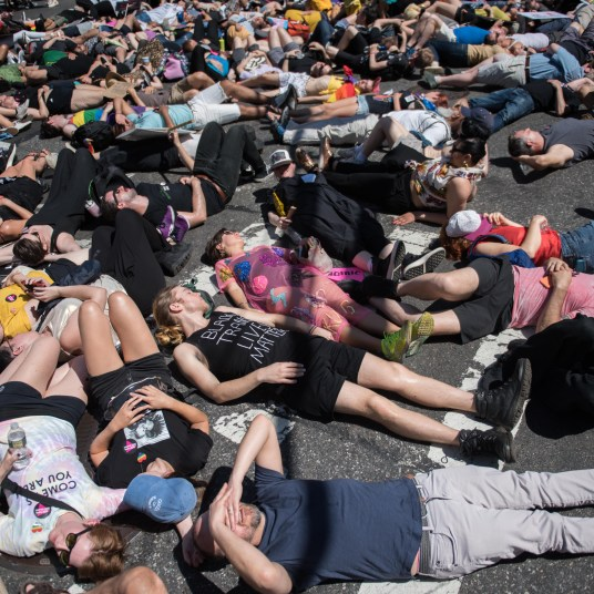 Die-In on 5th Ave - Photo: Leandro Justin