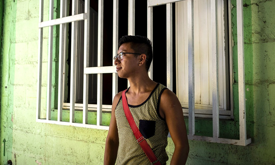 Ramiro Hediberto fled Guatemala after a gang made several attempts to assassinate him for being gay. When he arrived in Tapachula, he was still using male pronouns, but he made the decision to transition and went to Una Mano Amiga to pick up his first round of hormones.