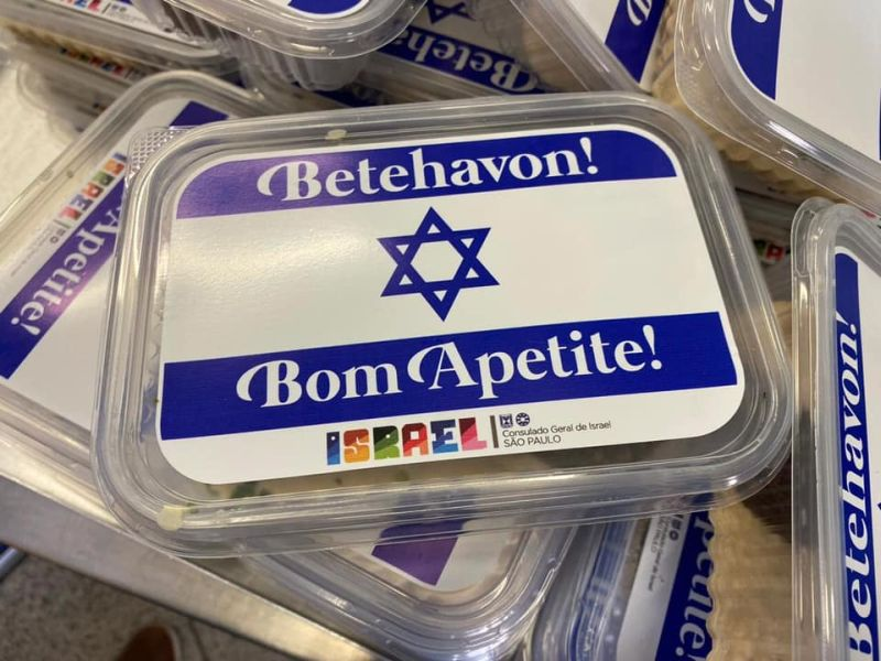 Chef israelense serve homus e falafel no Bom Prato (SP)