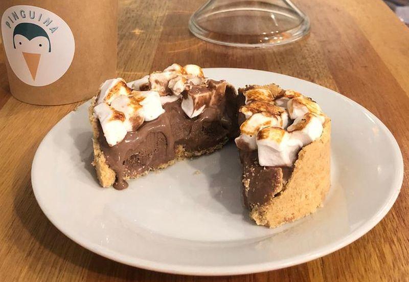 Pinguina lança torta de sorvete de chocolate com marshmallow