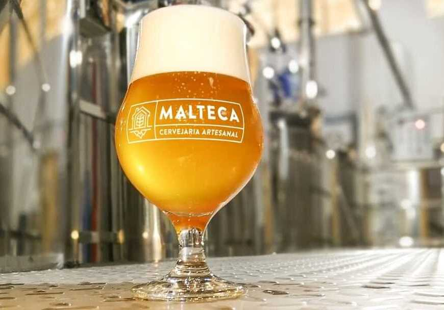 Casal investe em cerveja com DNA de Niterói