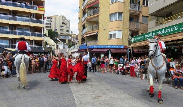 Ambiente flamenco en la feria de abril de la Cala de Finestrat