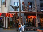 640px-Hot_Topic,_Universal_CityWalk_Hollywood
