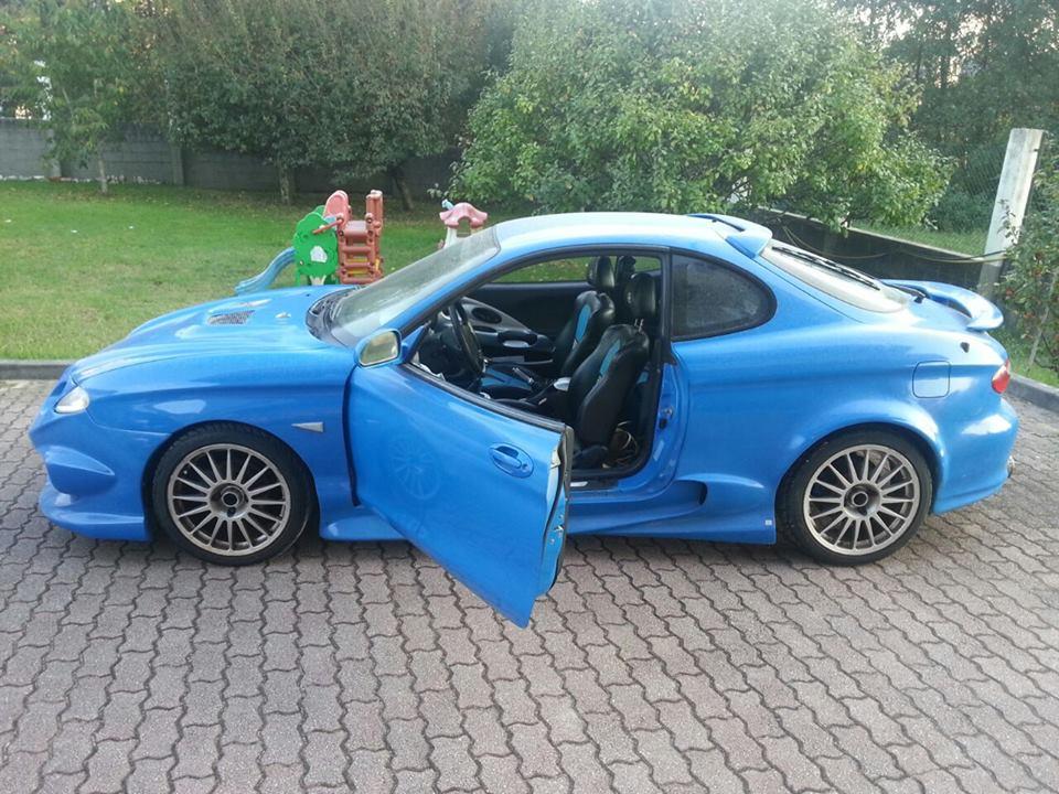 Consigue este coche deportivo por DOS Euros