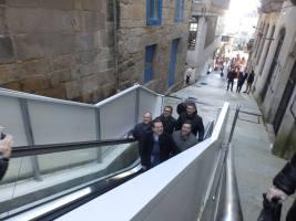 El alcalde estrena las escaleras mecánicas