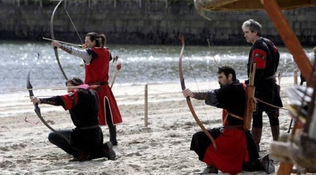 Arqueros en la  costa de la playa de La Arribada